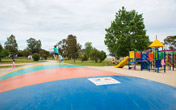 Nestled on the banks of Lake Hume with lots for kids to do